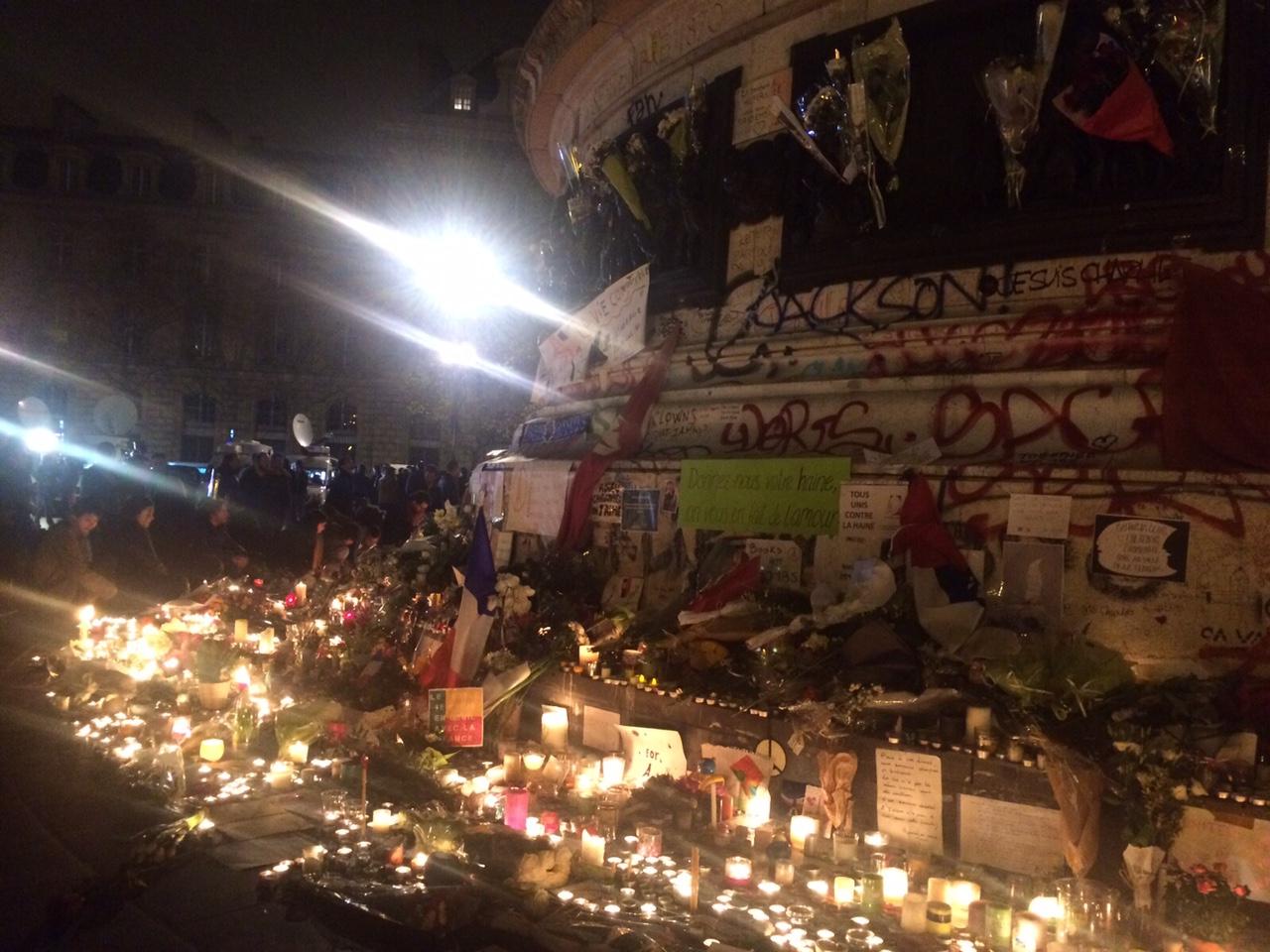 Homenaje-Victimas-Francia-RCN7