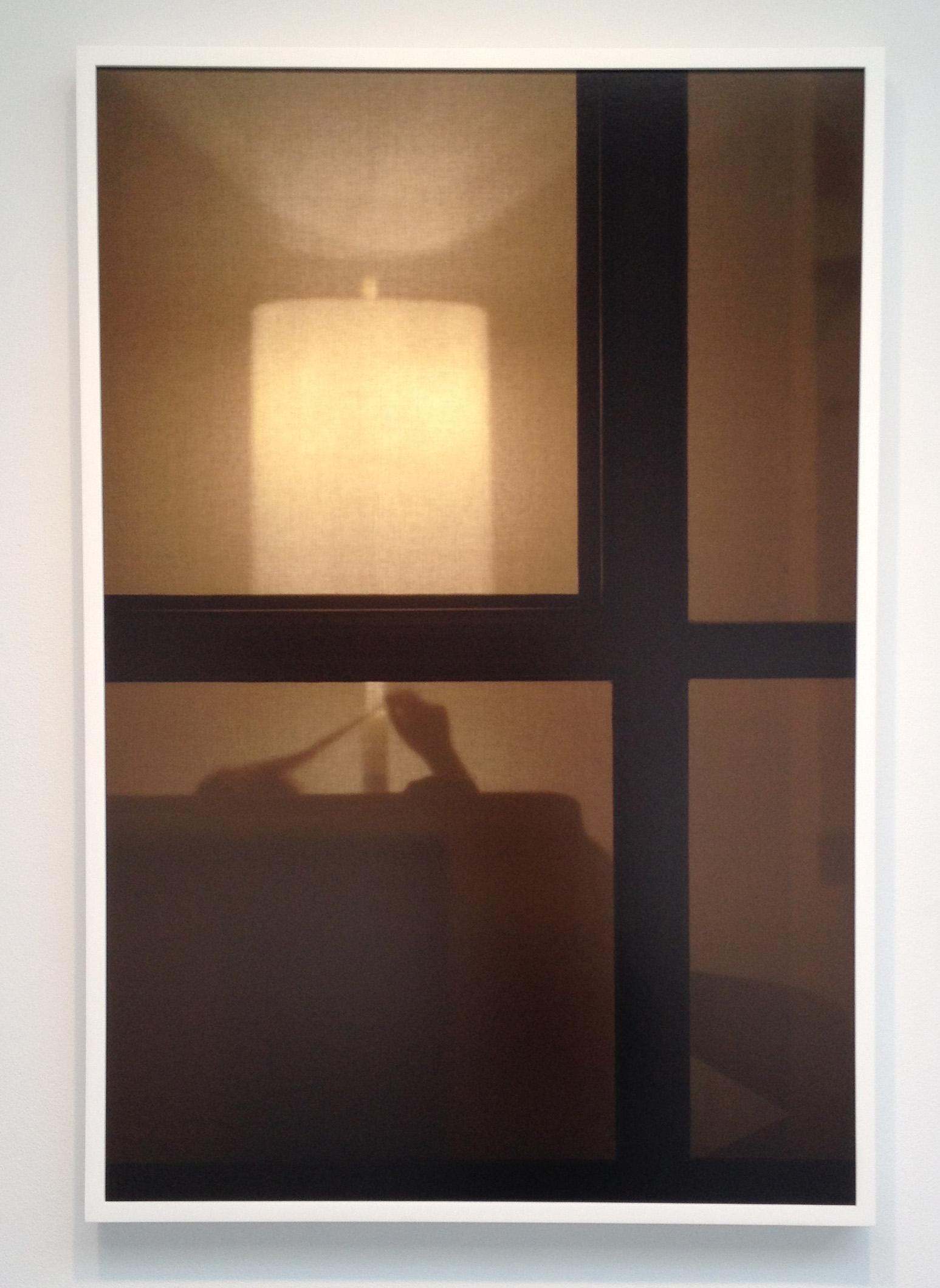 Через окно подсматривает 24 фотография