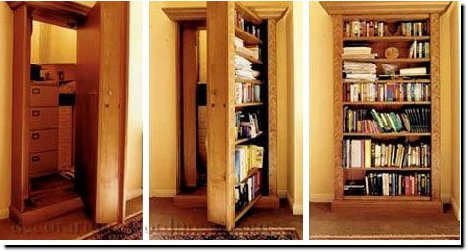 Дверь в скрытую зону в виде библиотеки.