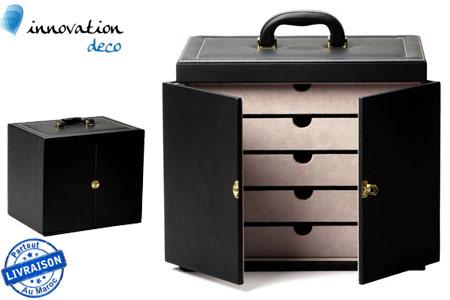 pour plus d 39 organisation dans votre int rieur optez pour ce coffre rangement en simili cuir. Black Bedroom Furniture Sets. Home Design Ideas