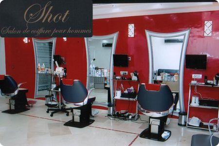 messieurs prenez bien soin de vos cheveux avec un massage du cuir chevelu un shampoing shut. Black Bedroom Furniture Sets. Home Design Ideas