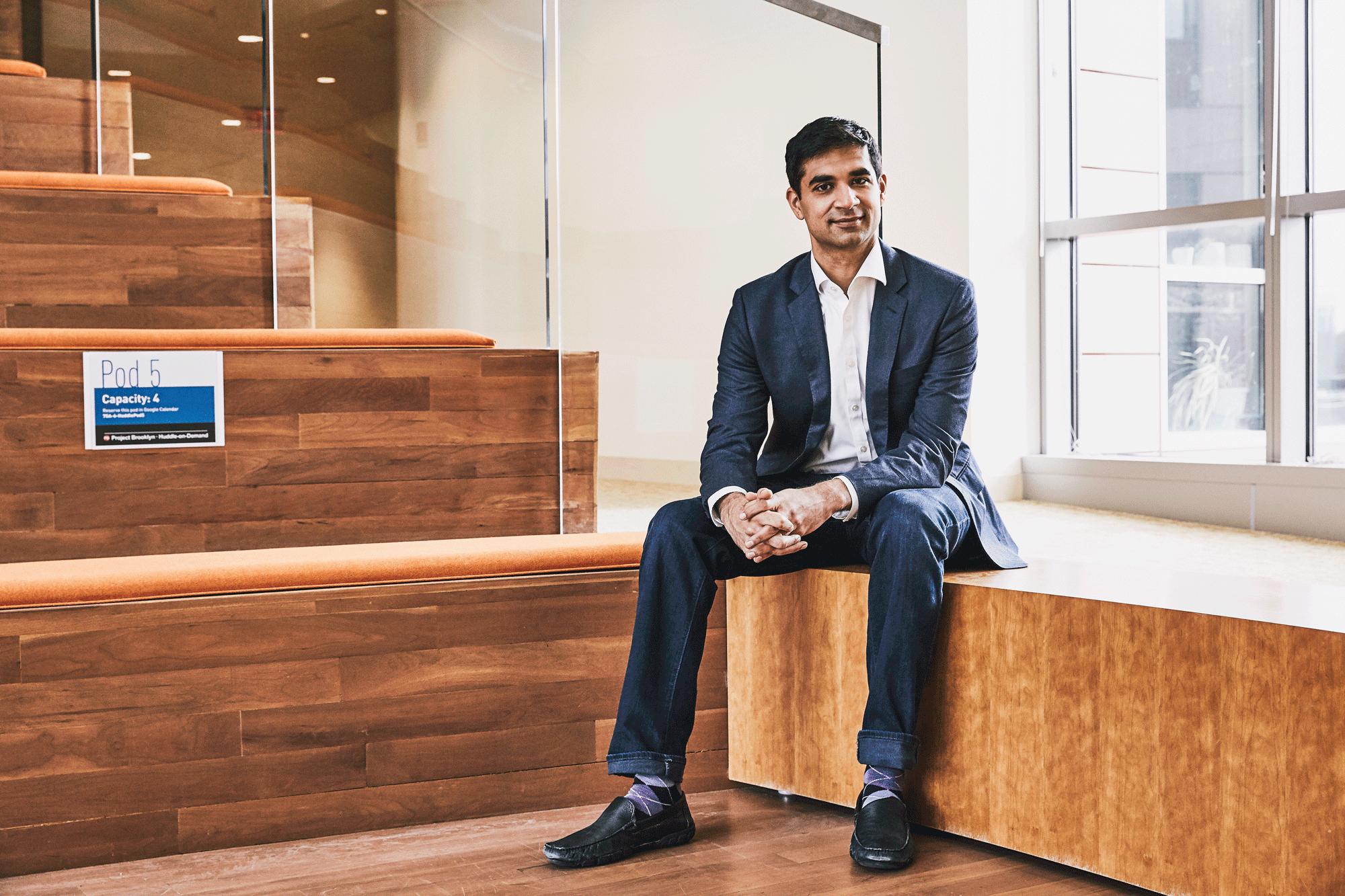 El cardiólogo Amit Khera es parte de un equipo del Broad Institute que predice la enfermedad a partir del ADN.