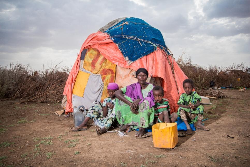 La sequía en Somalilandia dejó a Maryama Abdi Wa'ays y su familia sin hogar, solo algunas de las 24 millones de personas que son desplazadas por eventos climáticos cada año.