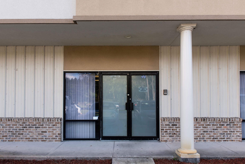 Las ventanas y puertas están cubiertas para excluir la luz natural, manteniendo la fotografía de fragmentos consistente   El centro comercial en Gainesville, Florida, alberga el esfuerzo de caracterización de DebriSat