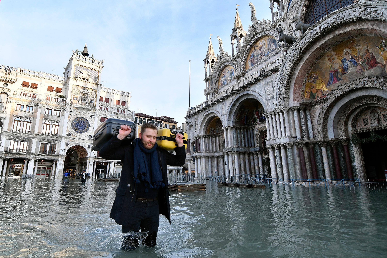 Las mareas más altas en medio siglo inundaron Venecia, Italia a fines del año pasado.