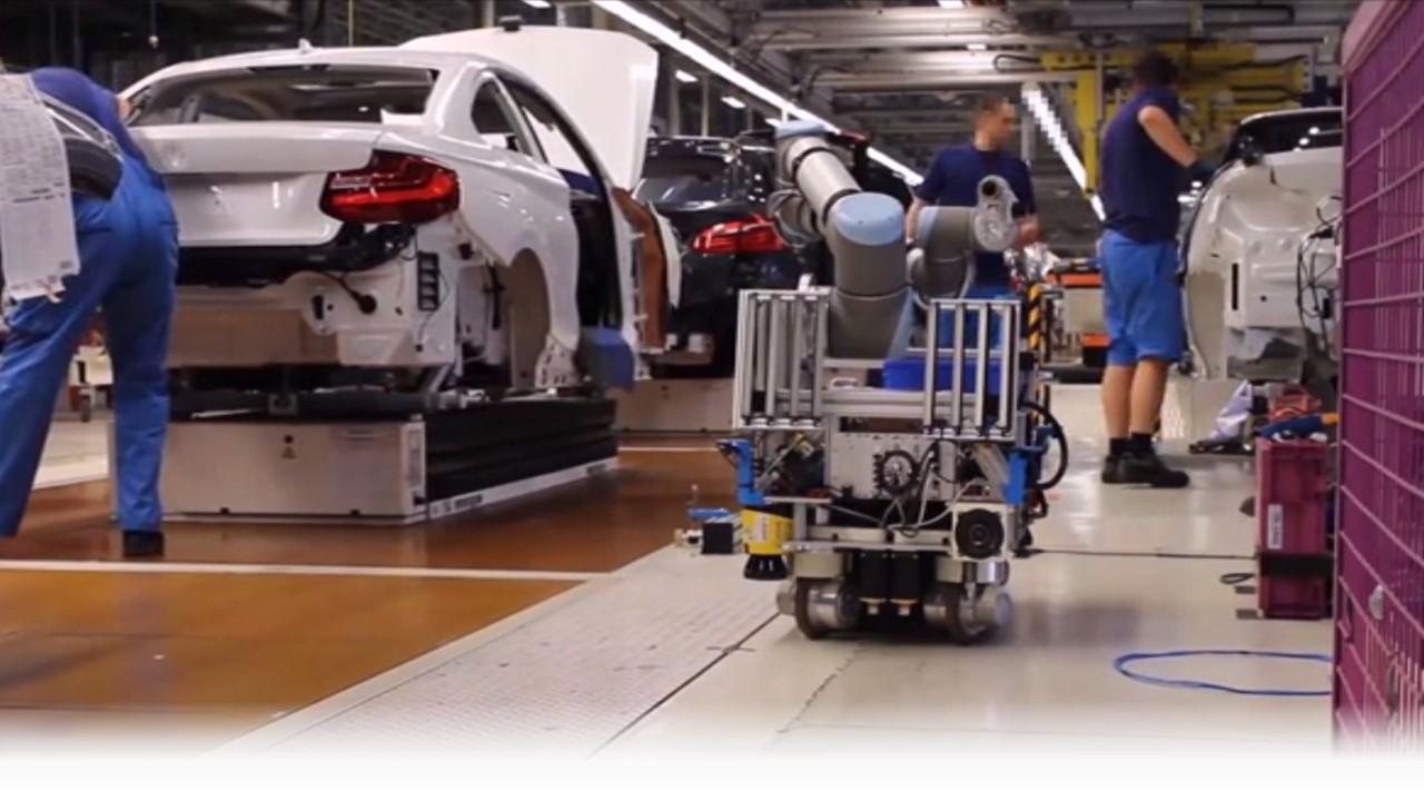 En la configuración de fábrica, Shah ha trabajado en la introducción de robots móviles a líneas de ensamblaje de pisos en movimiento.