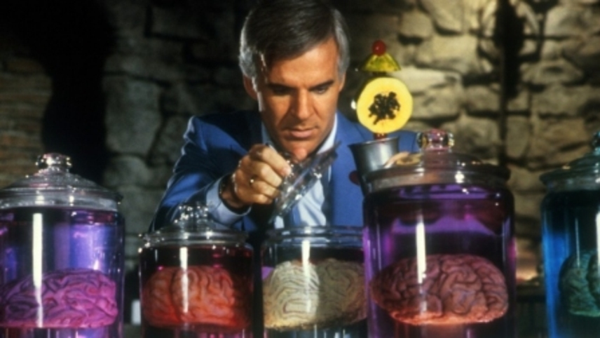 """La escena del """"cerebro en una jarra"""" de la comedia de 1983 <i> El hombre con dos cerebros </ i>. Aunque forraje para bromas, a medida que avanza la tecnología de preservación del cerebro, los especialistas en ética médica lo toman en serio."""