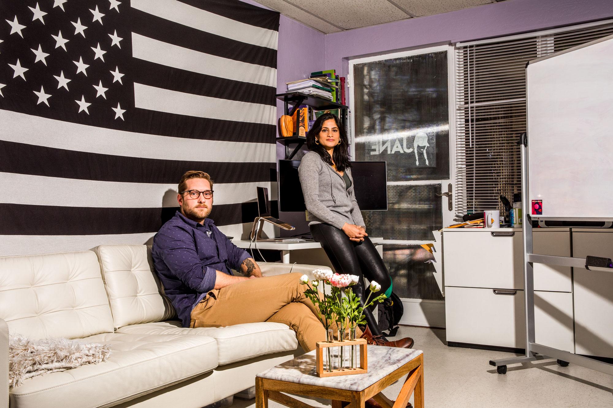 Gire y Tariyal en su oficina de Oakland.
