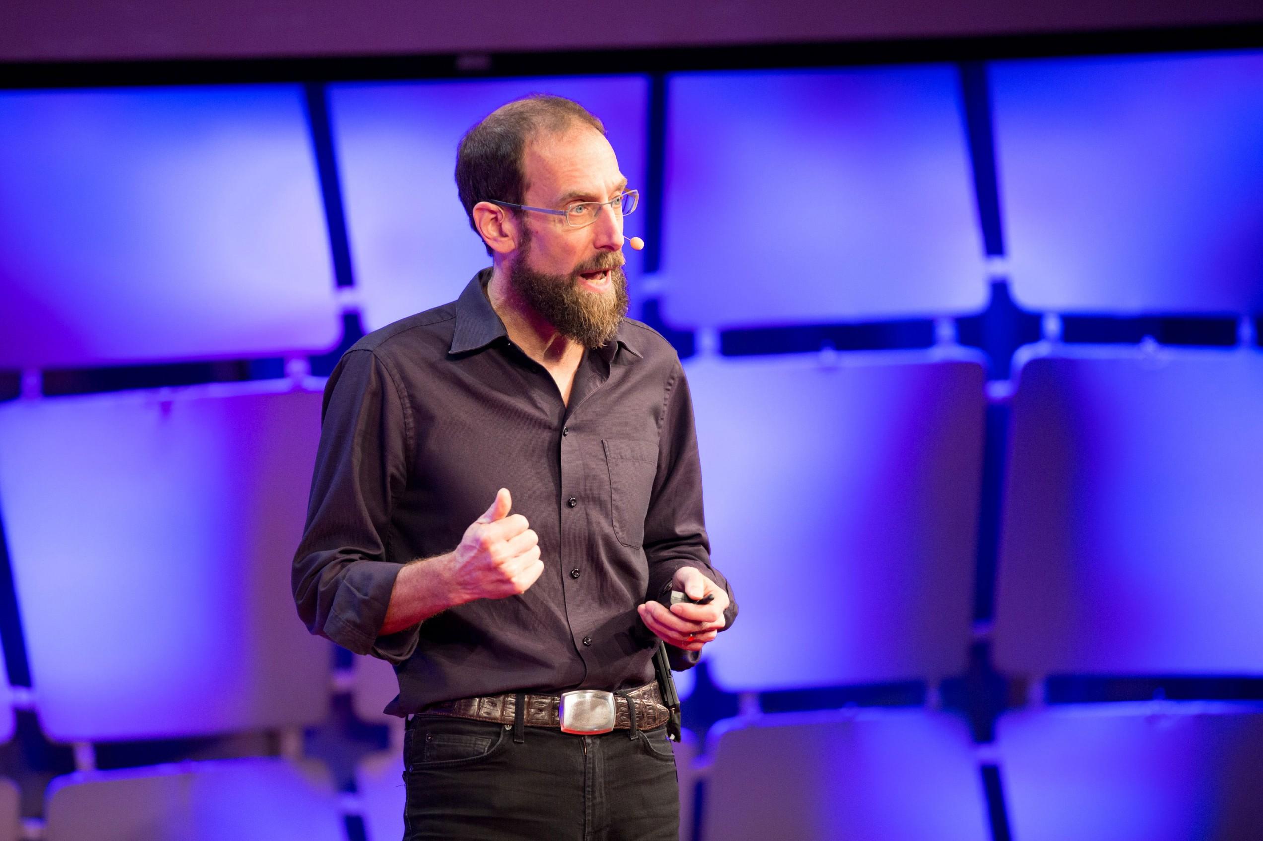 El profesor de Harvard David Keith en la conferencia EmTech.