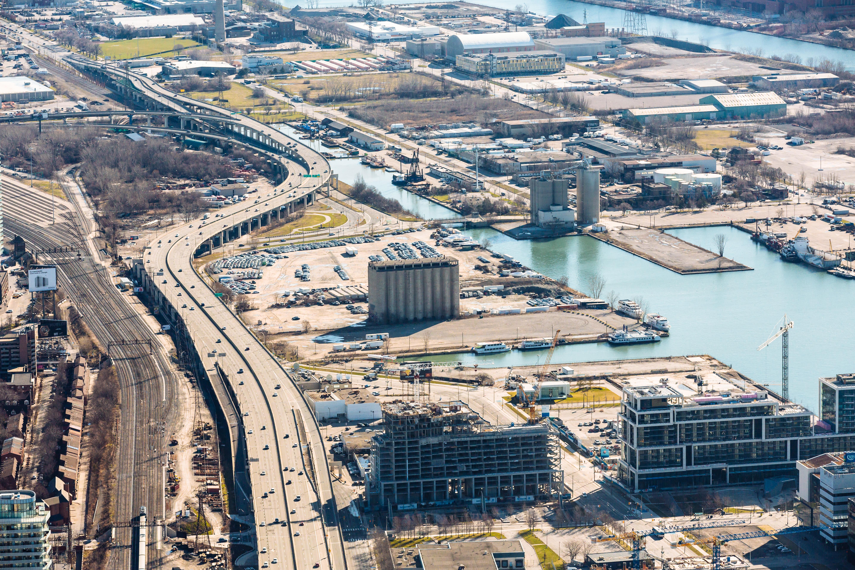Una vista aérea muestra el terreno que se incluirá en Quayside, el vecindario centrado en la tecnología que Sidewalk Labs y Waterfront Toronto planean construir.