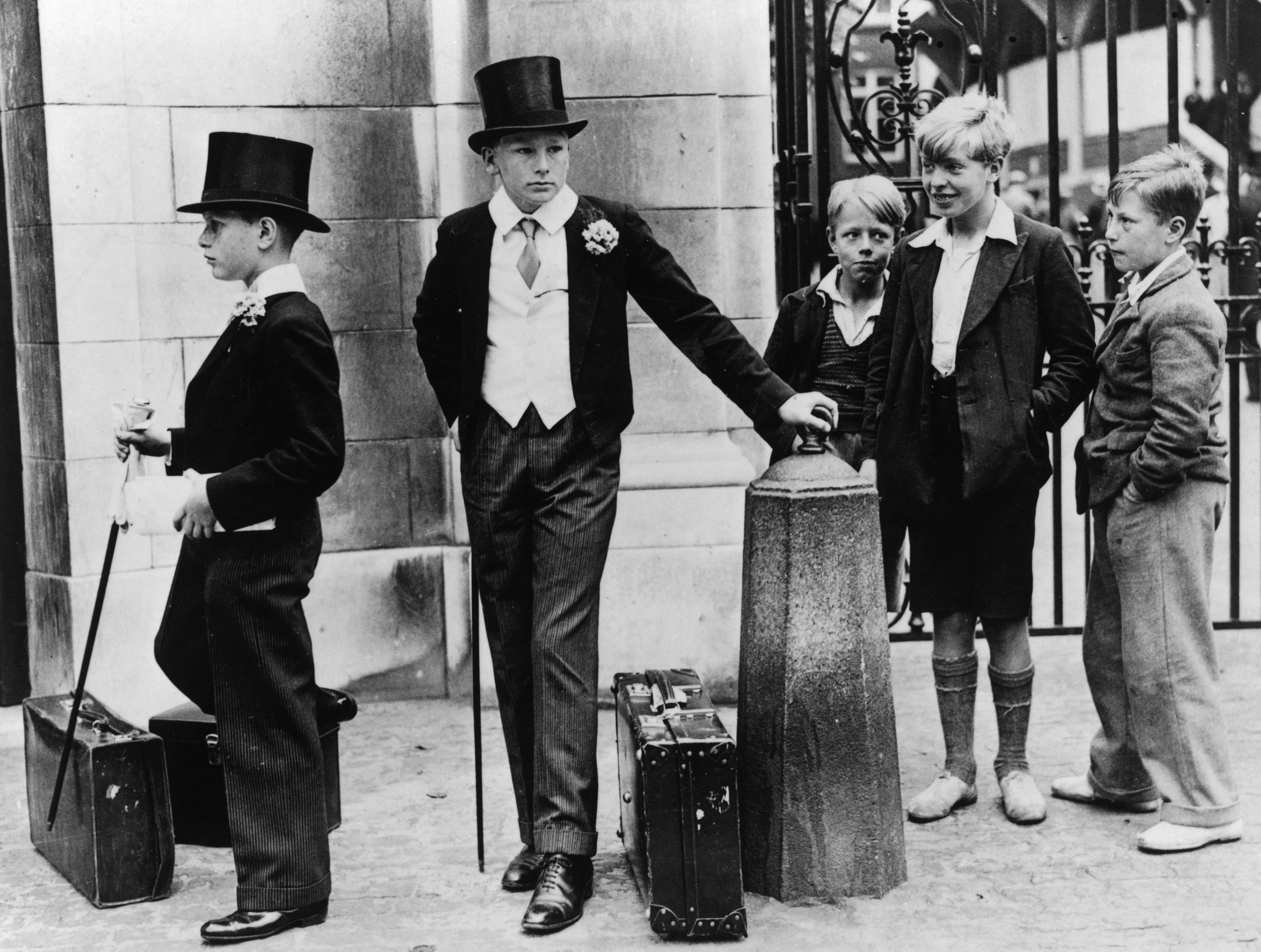 Los estudios genéticos de la inteligencia pueden arrojar luz sobre las elecciones escolares y la movilidad social. Aquí, los niños de la élite de la escuela británica Harrow tienen curiosos.