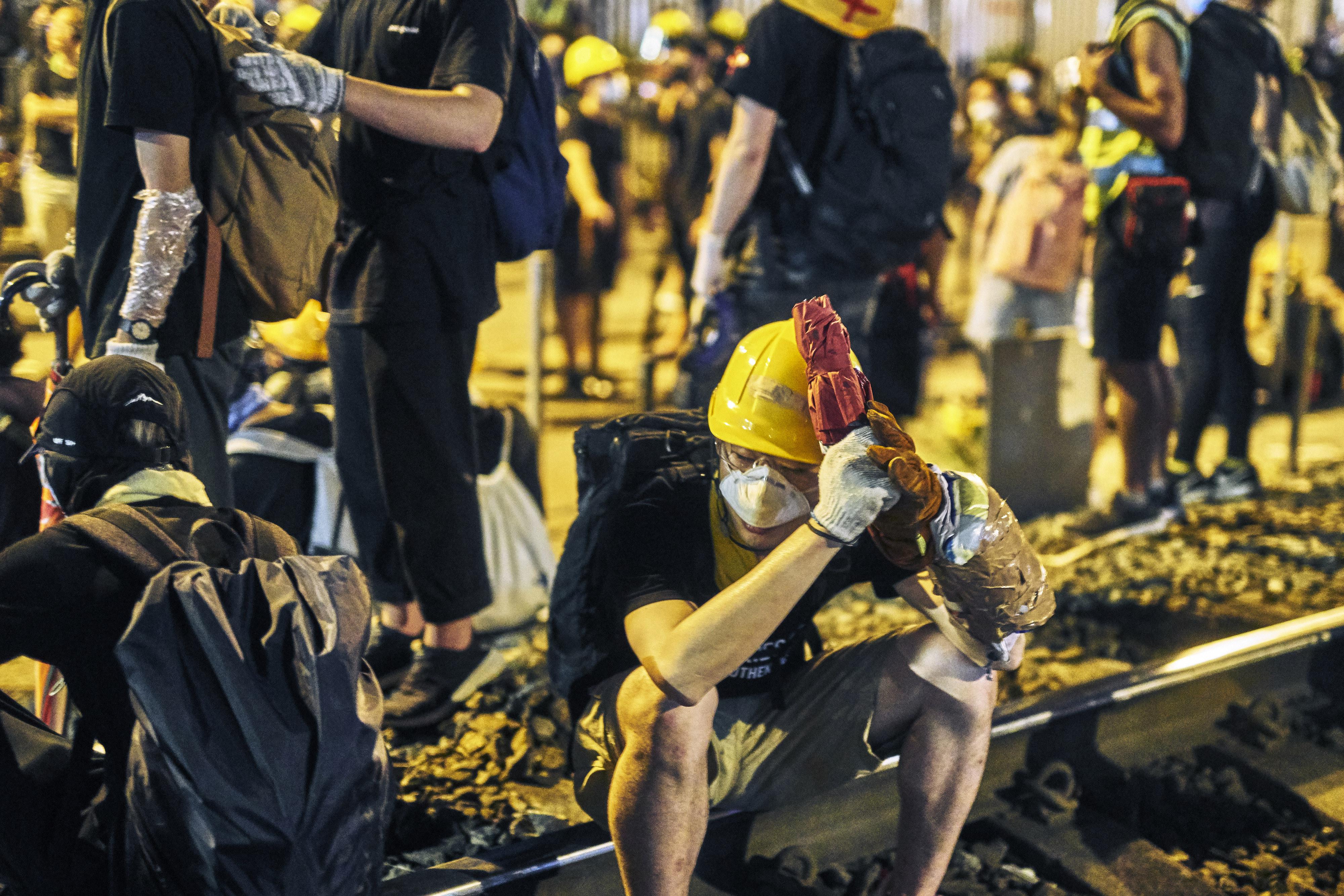 A pedido: los manifestantes han estado planeando sus movimientos en línea, pero están preocupados por ser vigilados por las autoridades.