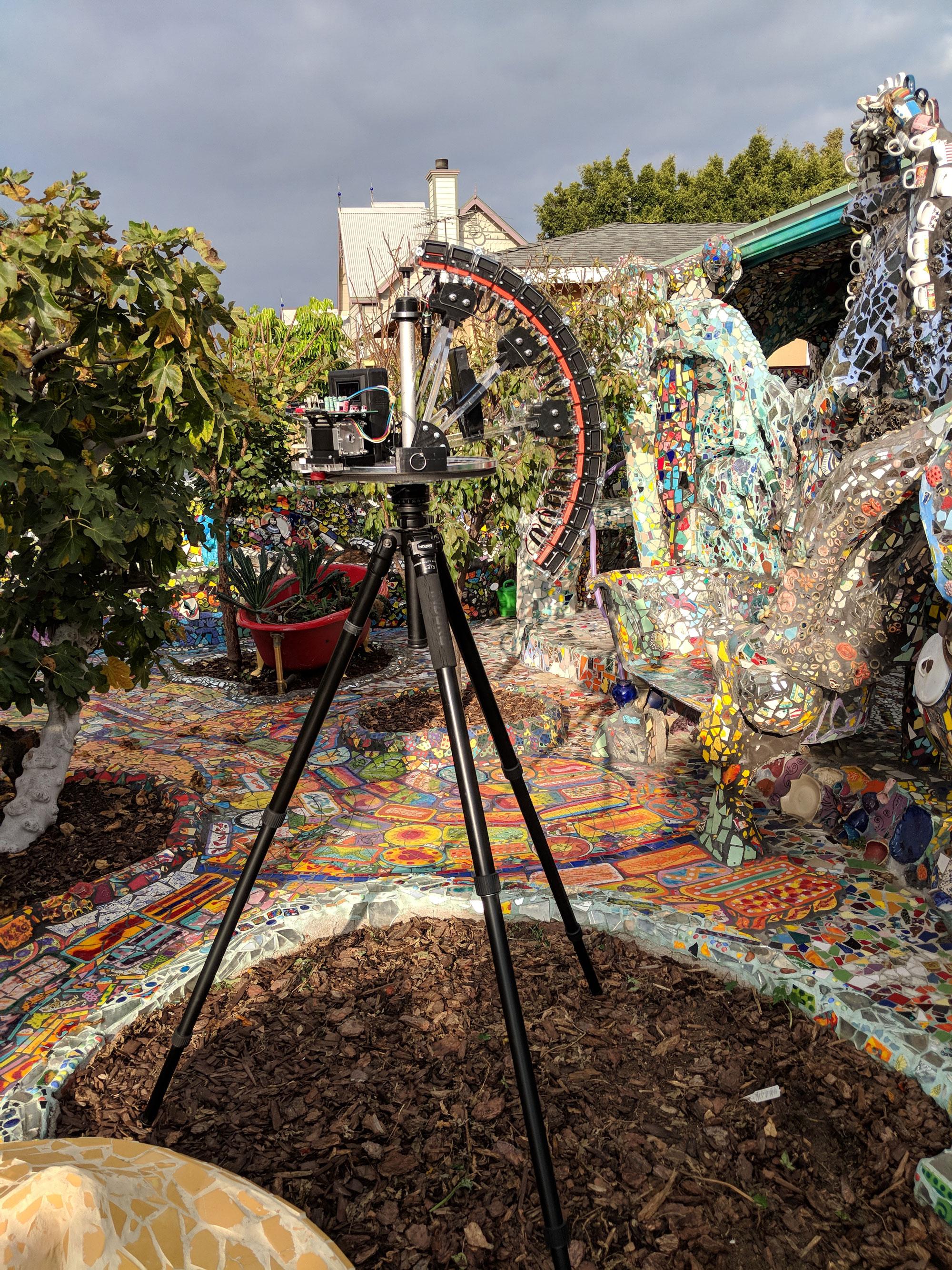 La cámara de campo de luz fuera de la casa de mosaicos en Venecia, California.