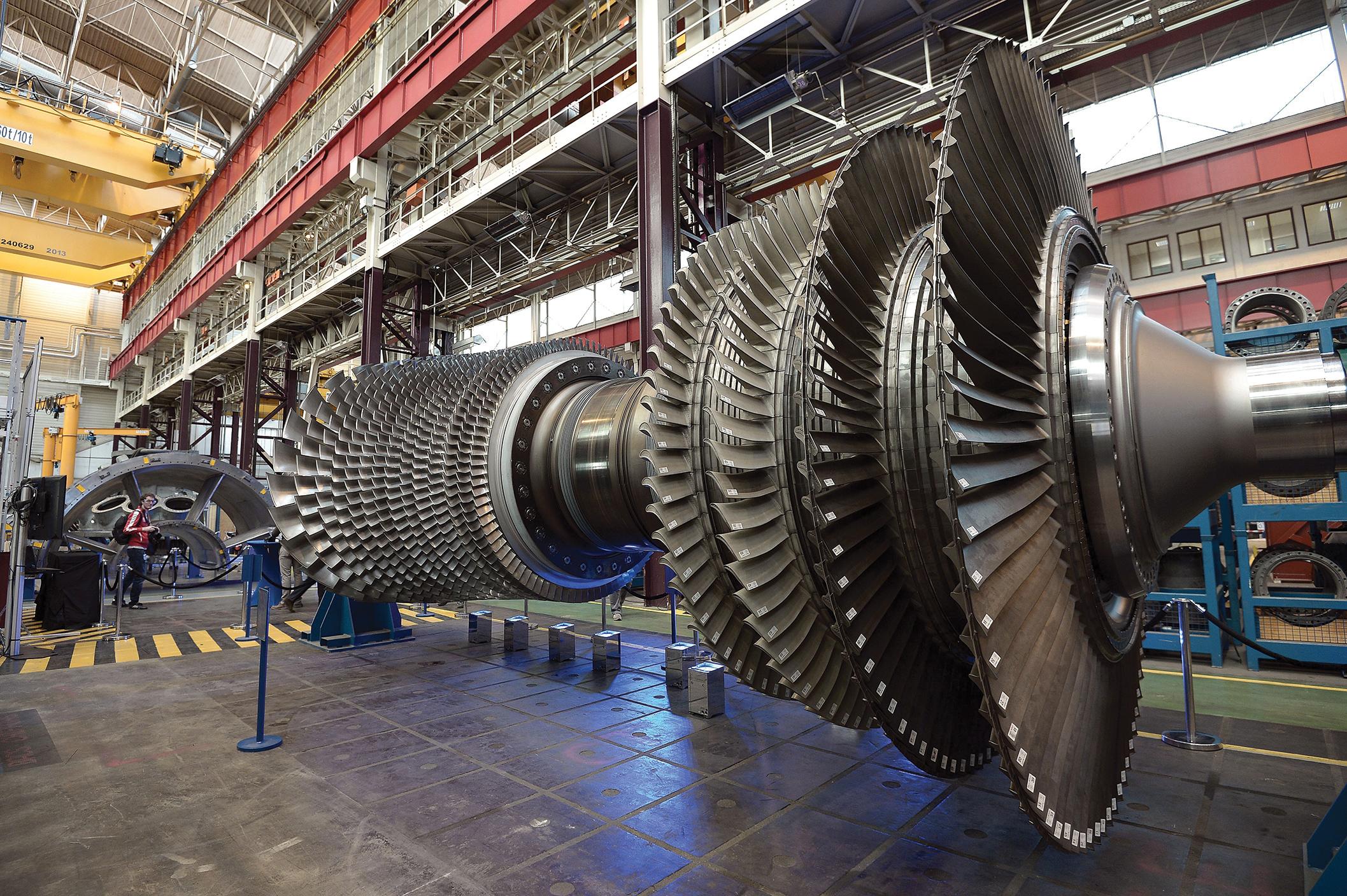 GE utiliza AI para crear continuamente actualizaciones de representaciones digitales de sus máquinas, como esta turbina de gas, la 9HA, en una planta en Belfort, Francia.