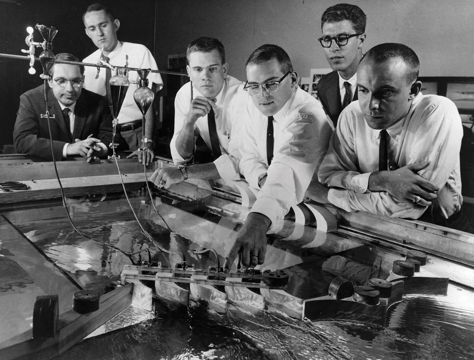 El 20 de marzo de 1969, los investigadores de GE estudiaron el flujo de gases, invisibles en su estado natural, mediante la creación de simulaciones en un dispositivo llamado tabla de agua de trabajo, donde las corrientes se observaron mediante el uso de tintes.