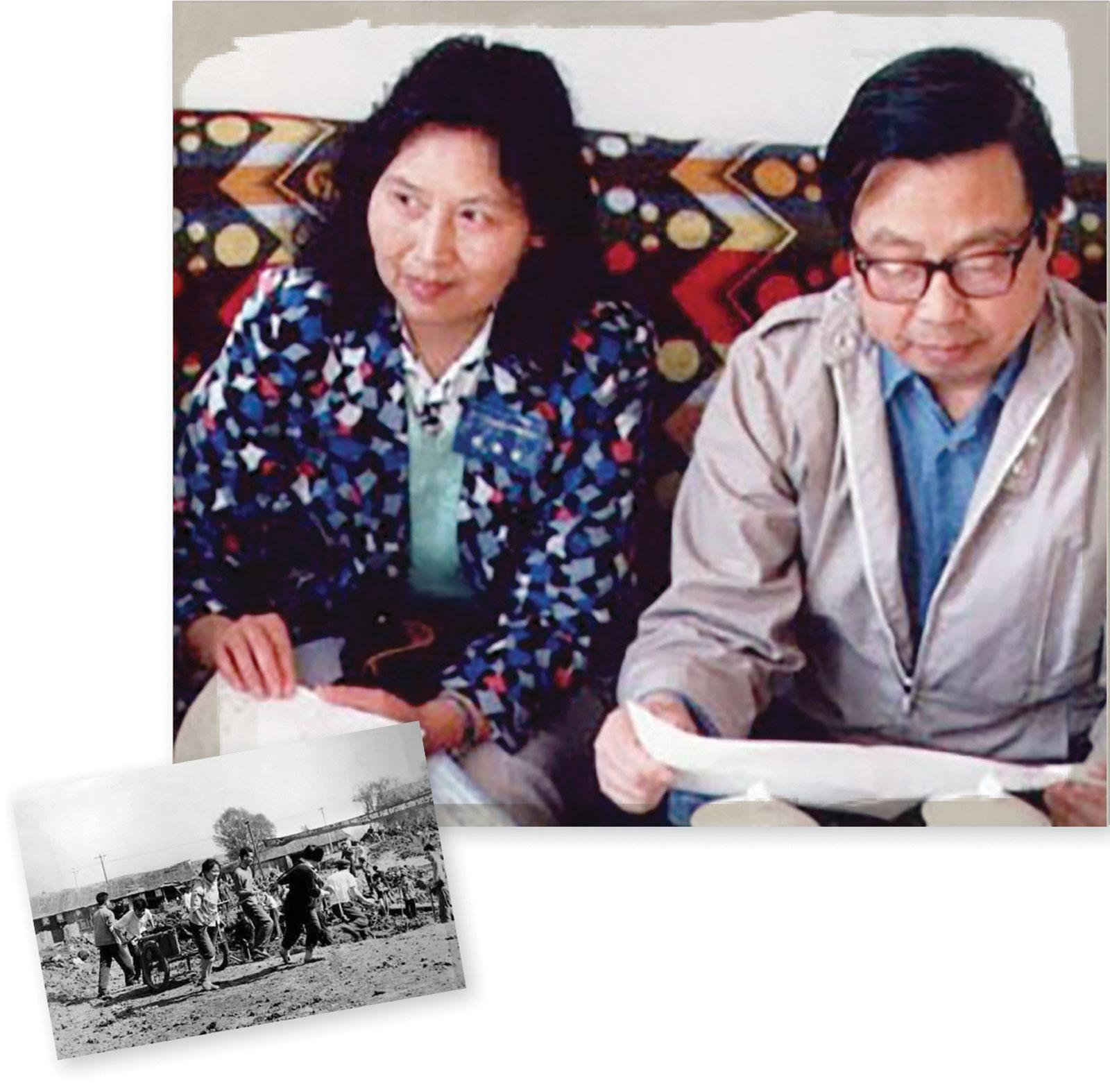 <b> 1970s </b> <br> Estudiantes de la USTC que trabajan en Hefei (foto en blanco y negro) durante la Revolución Cultural. <br> <br> Fang y su compañera física, Li Shuxian.