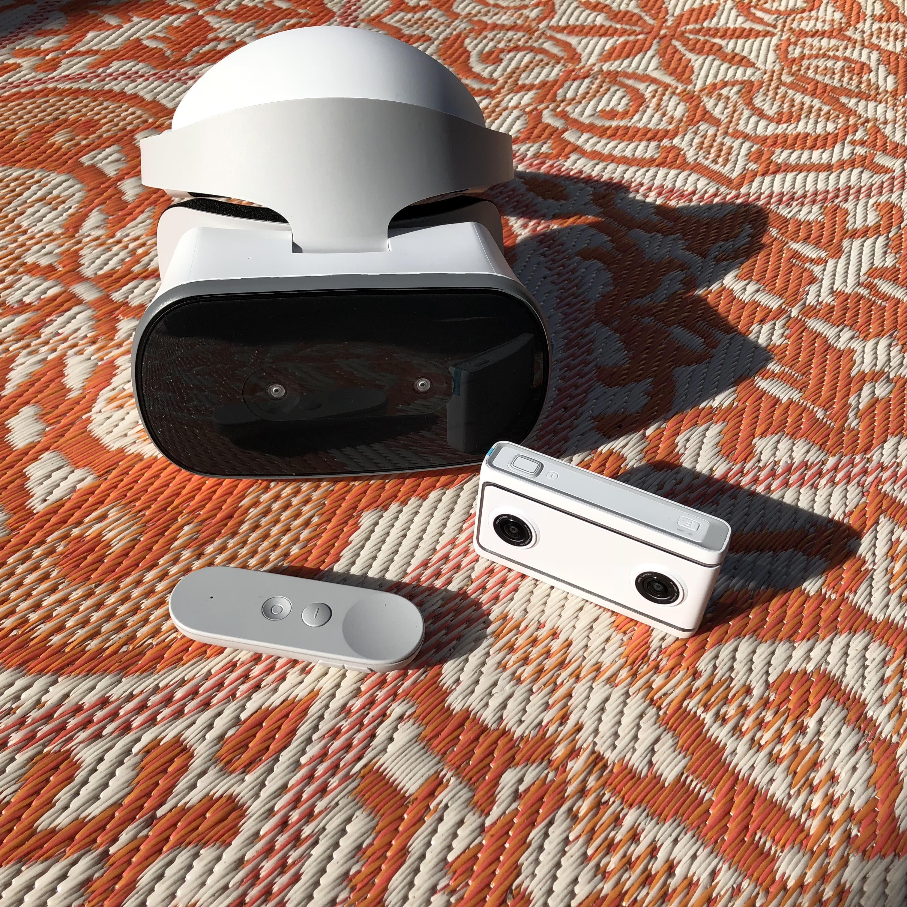 Puede tomar fotos y videos en 3D de 180 ° con la cámara Mirage, y luego verificarlos en realidad virtual con los auriculares Mirage Solo.
