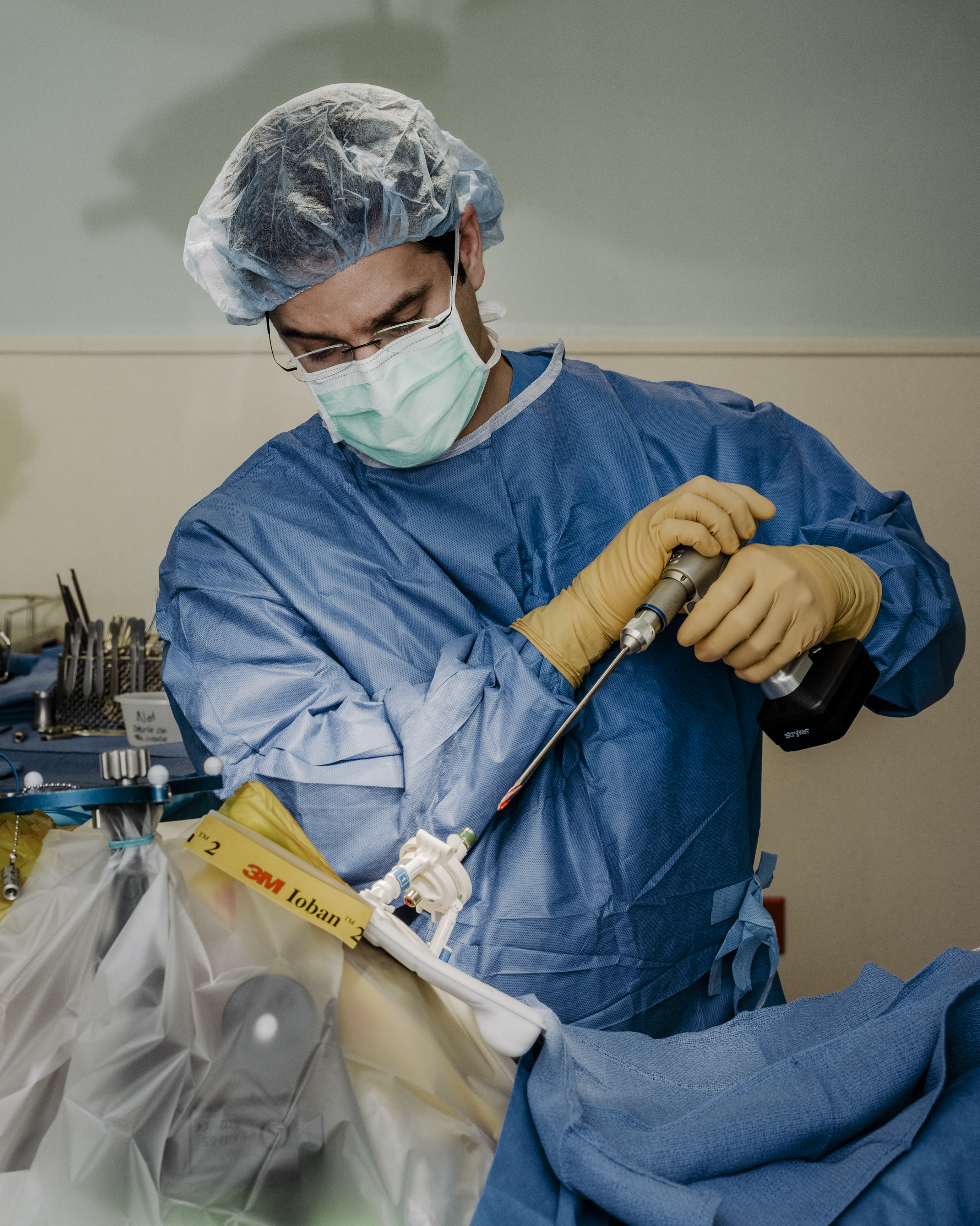 The Connection : A Surgeon and a Soldier