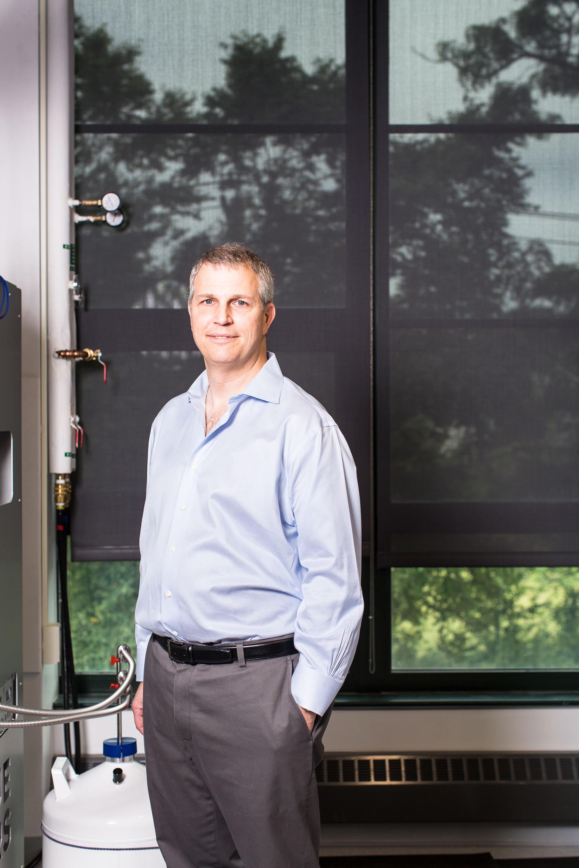 Robert Schoelkopf en el laboratorio de Quantum Circuits