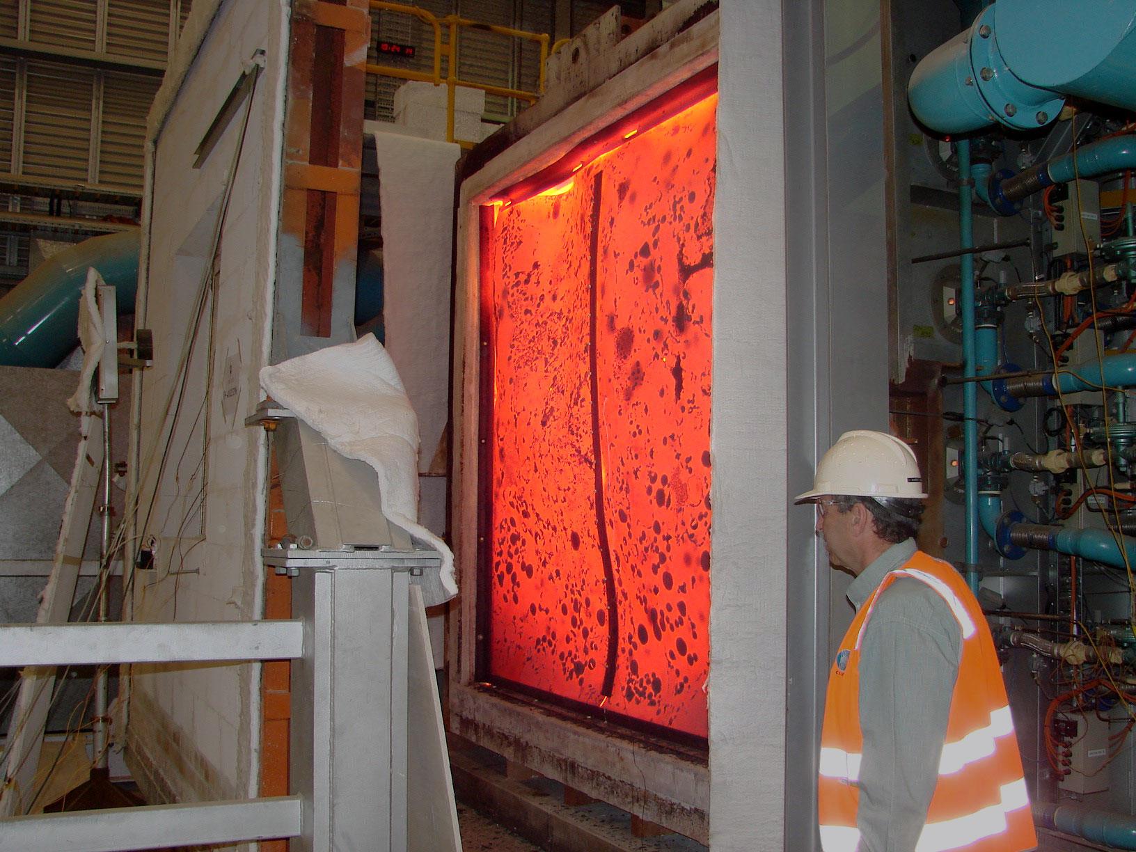 La instalación de pruebas de incendio de CSIRO incluye un horno de gas para probar la resistencia de los nuevos materiales de construcción.