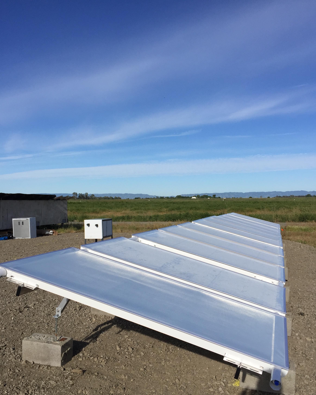 Los paneles de refrigeración radiativa pasiva de SkyCool están siendo evaluados en un ensayo de campo en Davis, California.