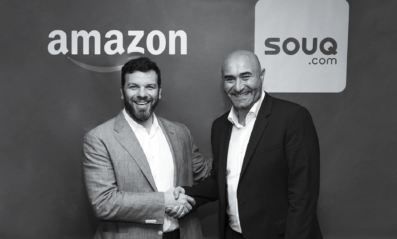 El ejecutivo del Amazonas Russ Grandinetti (izquierda) estrecha la mano de Ronaldo Mouchawar, fundador de Souq.com.