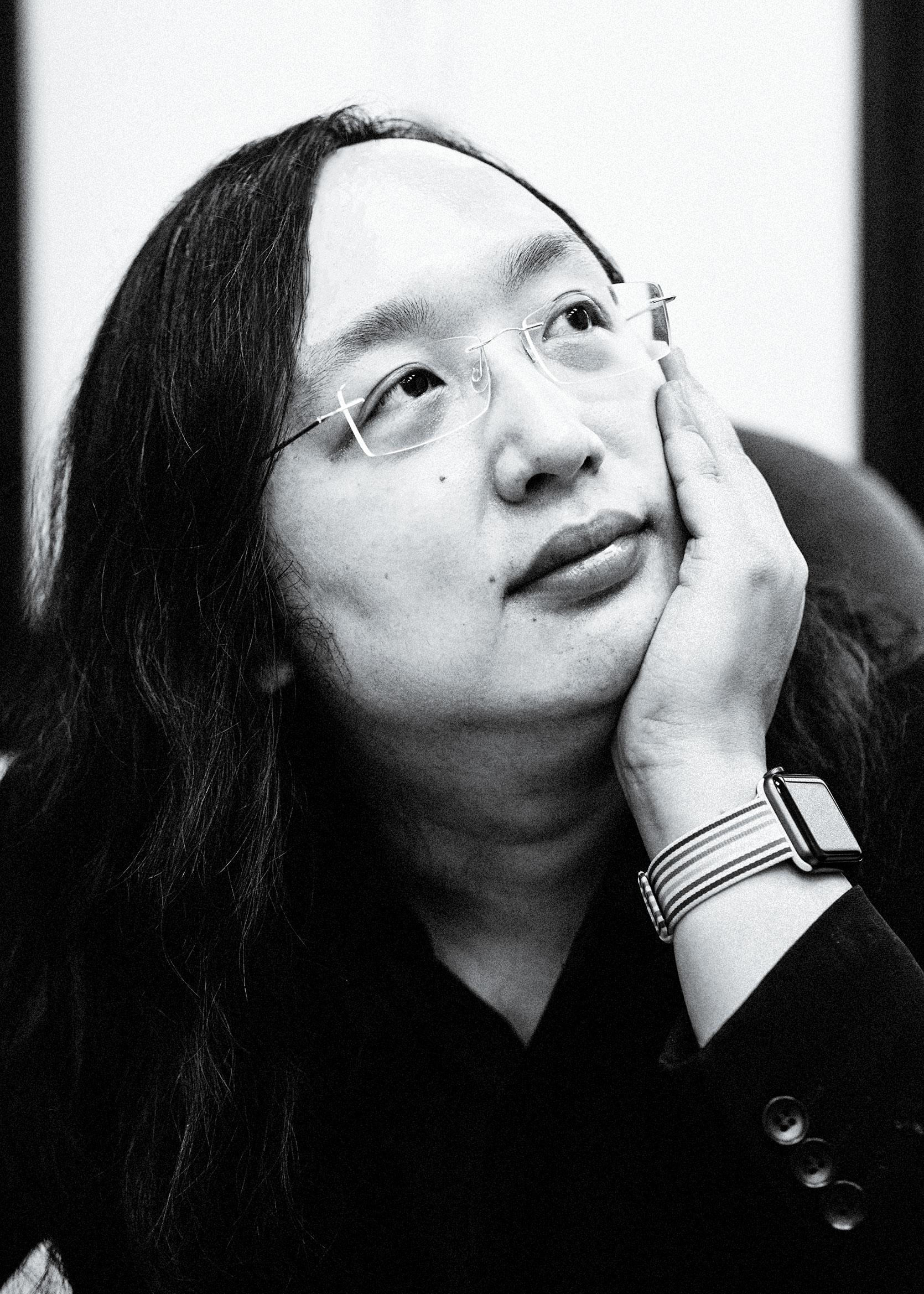 """Audrey Tang, el ministro digital de Taiwán, fue un pirata informático y activista de girasol líder. Ella dice que los servidores públicos superiores deben ver que las personas que hacen comentarios en línea """"no son manifestantes o mobs, sino personas con experiencia distinta""""."""