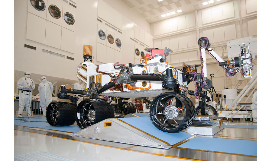photo essay curiosity s mission to mars mit technology review key moments in the rover s journey from nasa s jpl to the surface of the red planet