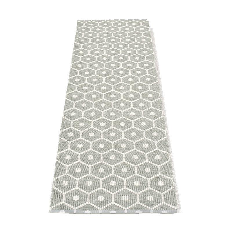 honey tapis long tapis de couloir pappelina warm grey. Black Bedroom Furniture Sets. Home Design Ideas