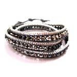 N°1 Bracelet 3 tours en maille de métal argenté tressée sur cuir gris et perles swarovski grises par Nakamol pour Comptoir des Filles.