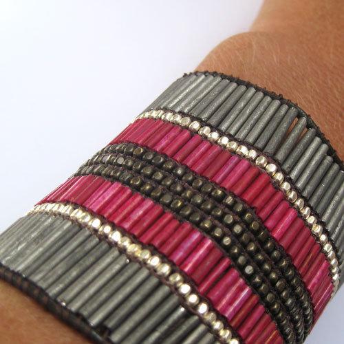 bracelet manchette femme ado cuir et perles nakamol 30 eur au lieu de 48 eur comptoir. Black Bedroom Furniture Sets. Home Design Ideas