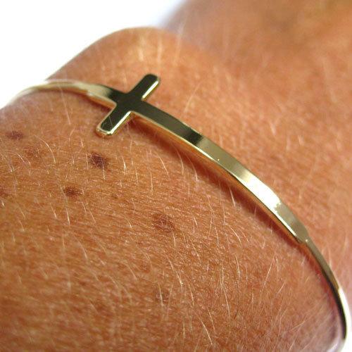 bracelets joncs croix femmes plaqu or ou argent comptoir des filles 32 eur comptoir des. Black Bedroom Furniture Sets. Home Design Ideas