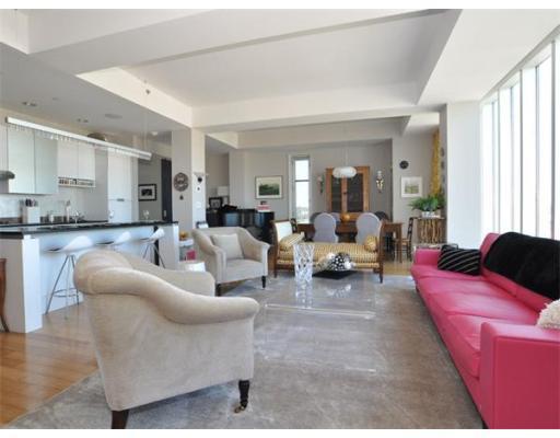Macallen Building Livingroom