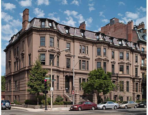 128 Beacon Street Condos Exterior