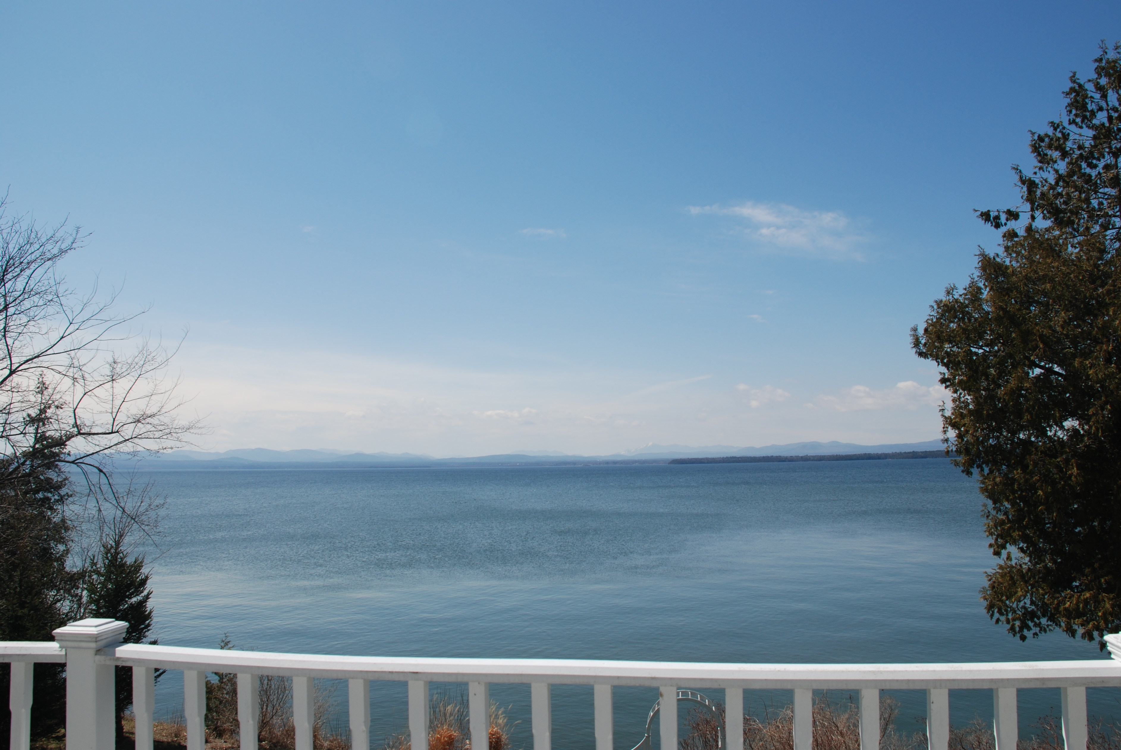 Homes for sale vermont homes with lake champlain views for Home builders in vermont