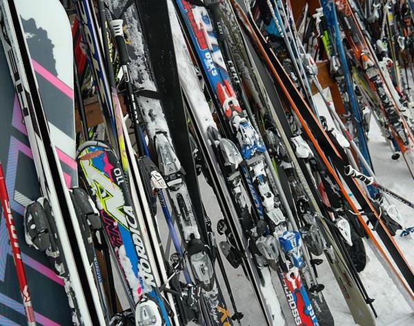 Skis & ski equipment