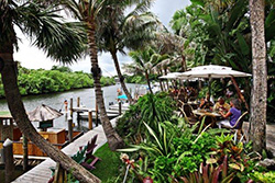 Patio Dining in Jupiter Florida