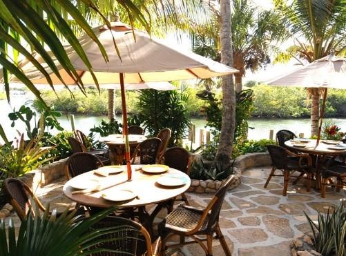 Guanabanas Outdoor Seating