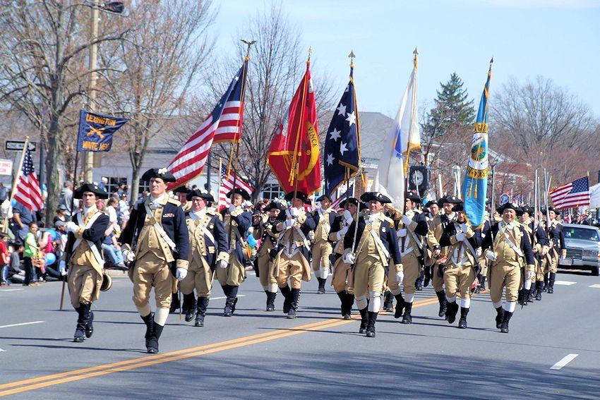 Memorial Day parade - minutemen reinactors march