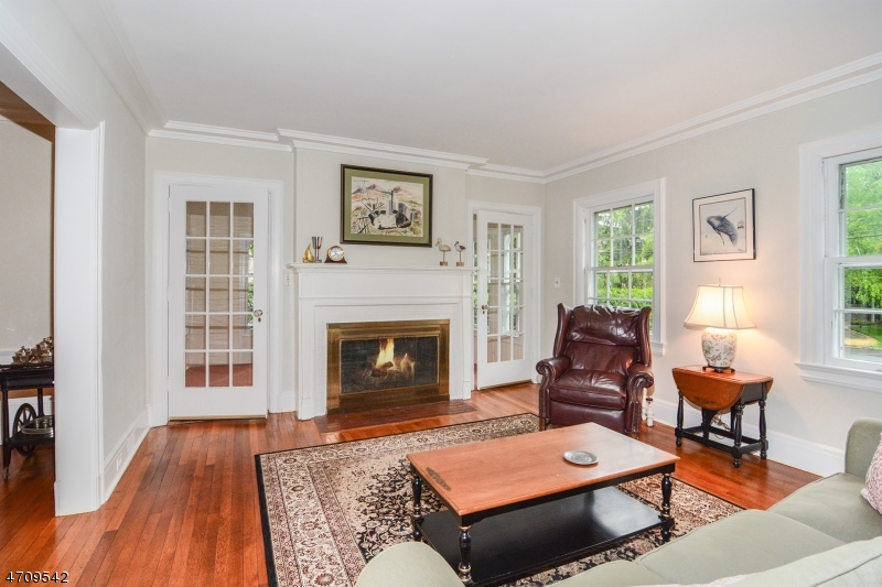 19 Norwood Ave Montclair - seating area