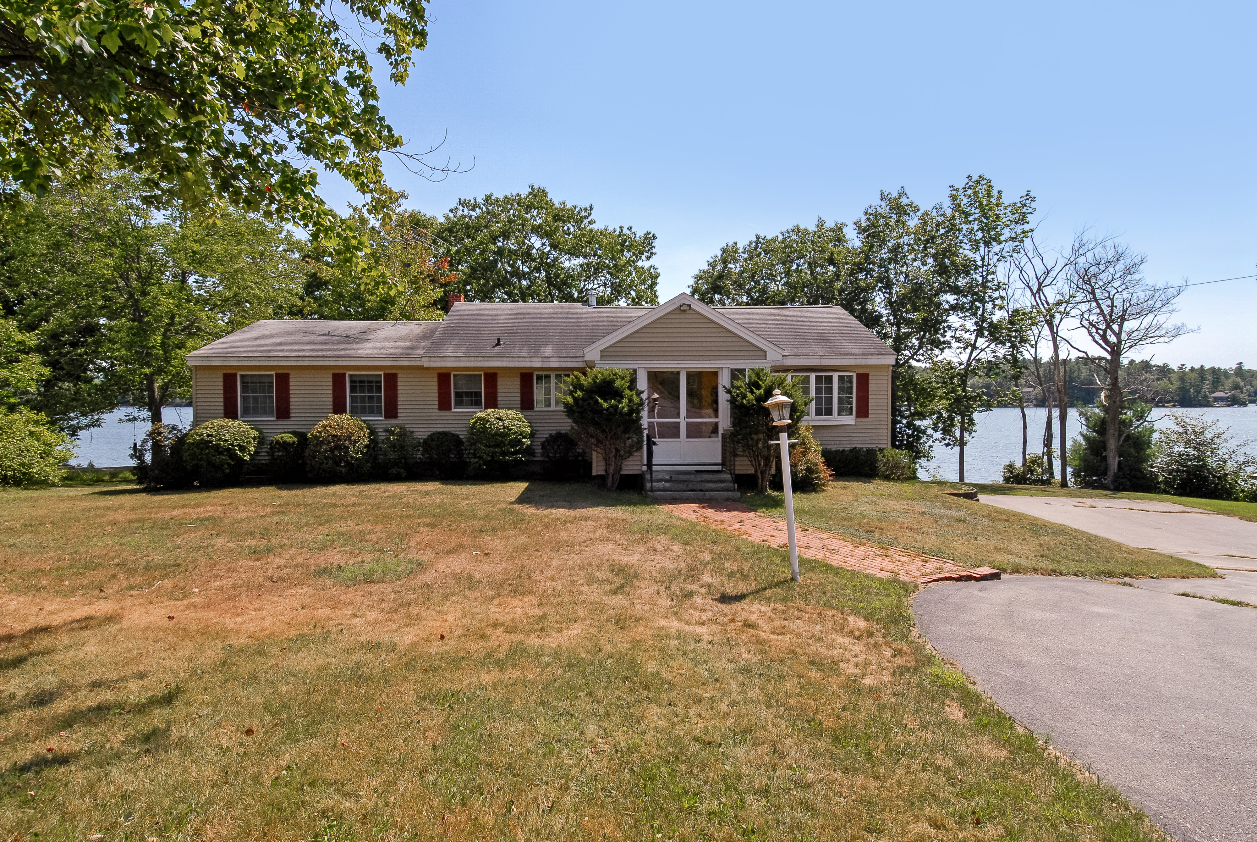 Lake Ossipee Real estate for sale - ossipee lakefront home