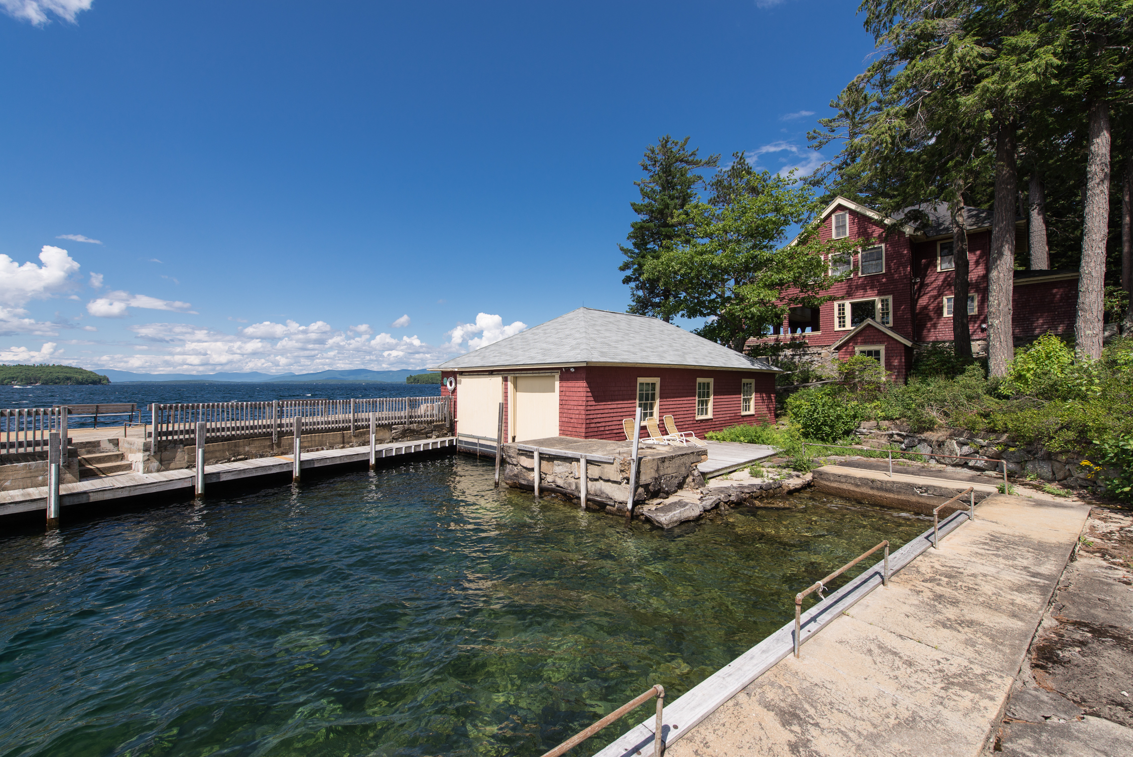 we can list and sell your luxury lake home