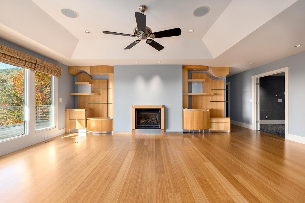 Open Living Room. Built-In Shelving.