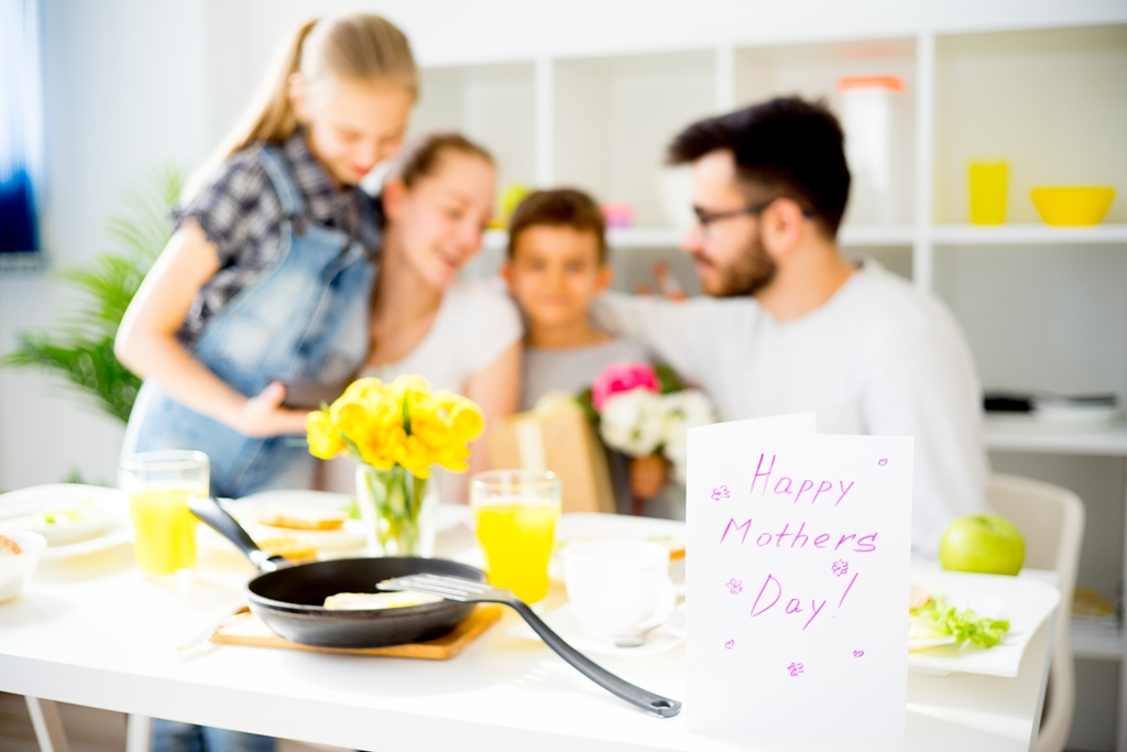 5 Ways to Serve Your Mom on Mother's Day