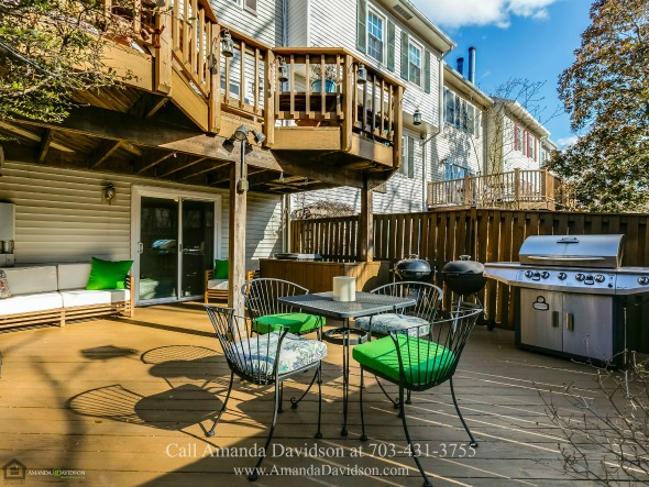Townhouses in Alexandria VA - Love entertaining? No worries! This Alexandria VA townhouse boasts of two decks!
