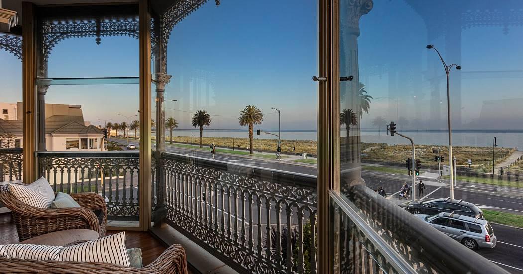 balcony/jetliner sunroom