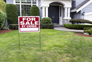FSBO sign in front of home