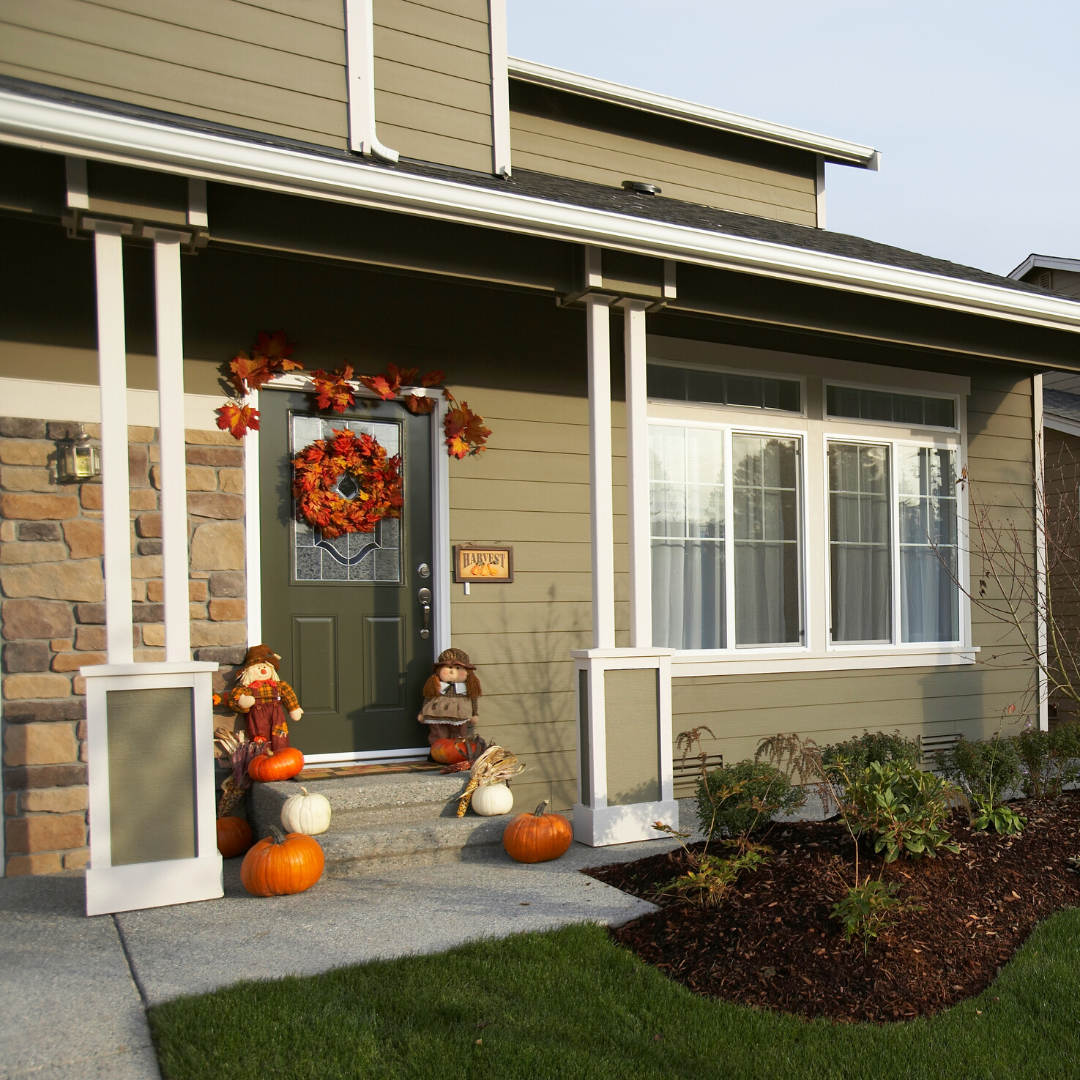 Outdoor holiday decorations to boost home's curb appeal