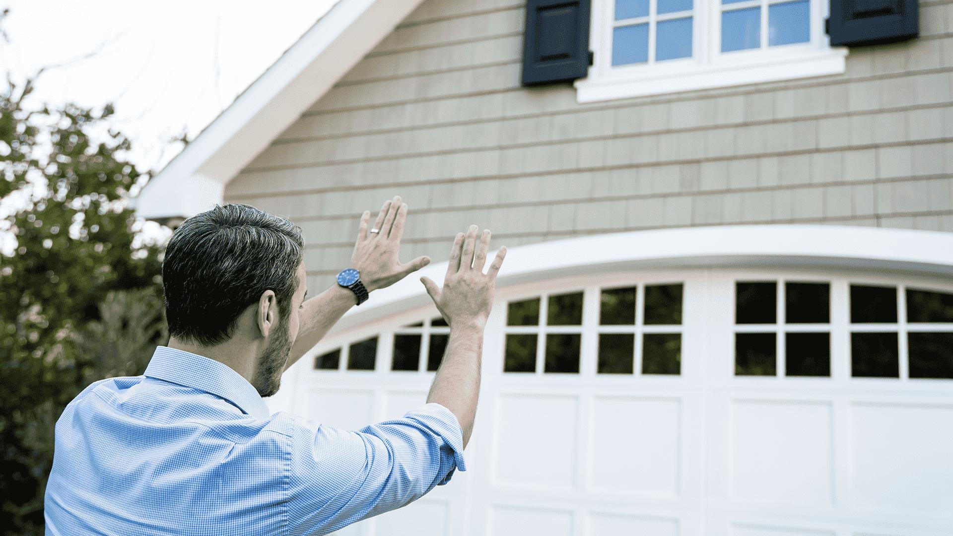 Realtor assessing house