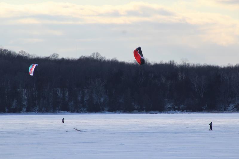 Kitesurfers on the Sandbar causeway south hero